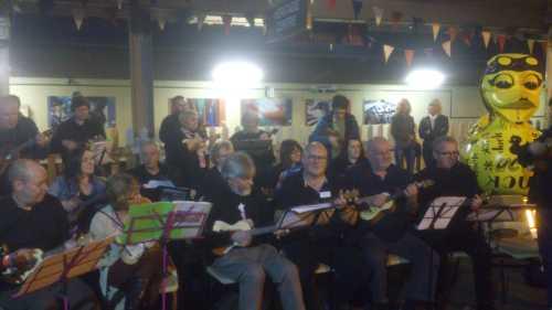 Public debut of the Snug ukulele group (plus a Wayne Hemingway artwork)